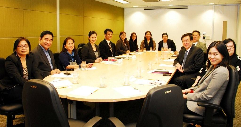 Dr. York CHOW, the Chairperson of the Equal Opportunities Commission (EOC) (third right), met with the Deputy Consul General of the Philippines in Hong Kong, Ms Rosanna Villamore-Voogel (fourth left) and members of the Filipino community, to discuss issues related to education facing the Filipino community in the city.