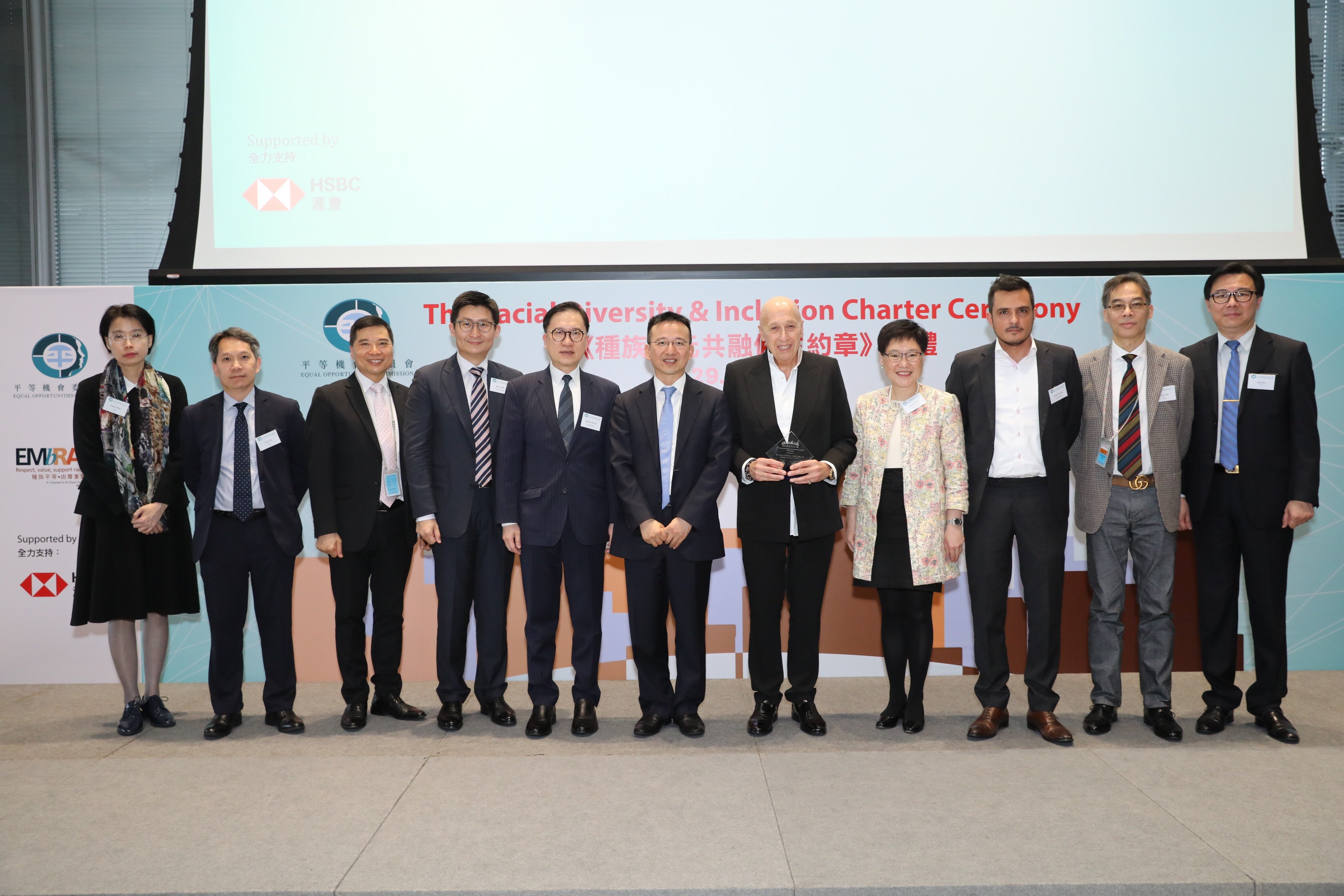 Under Secretary for Constitutional & Mainland Affairs, Mr Andy CHAN (centre) and Chairman of Lan Kwai Fong Group and keynote speaker, Dr Allan ZEMAN (fifth from right) posing for a group photo with EOC Member Dr Henry SHIE (fourth from left), Dr Sigmund LEUNG (fifth from left), Dr Rizwan ULLAH (third from right) and Ms Elizabeth LAW (fourth from right), and EOC Acting Chief Operations Officer, Dr Ferrick CHU(second from right).
