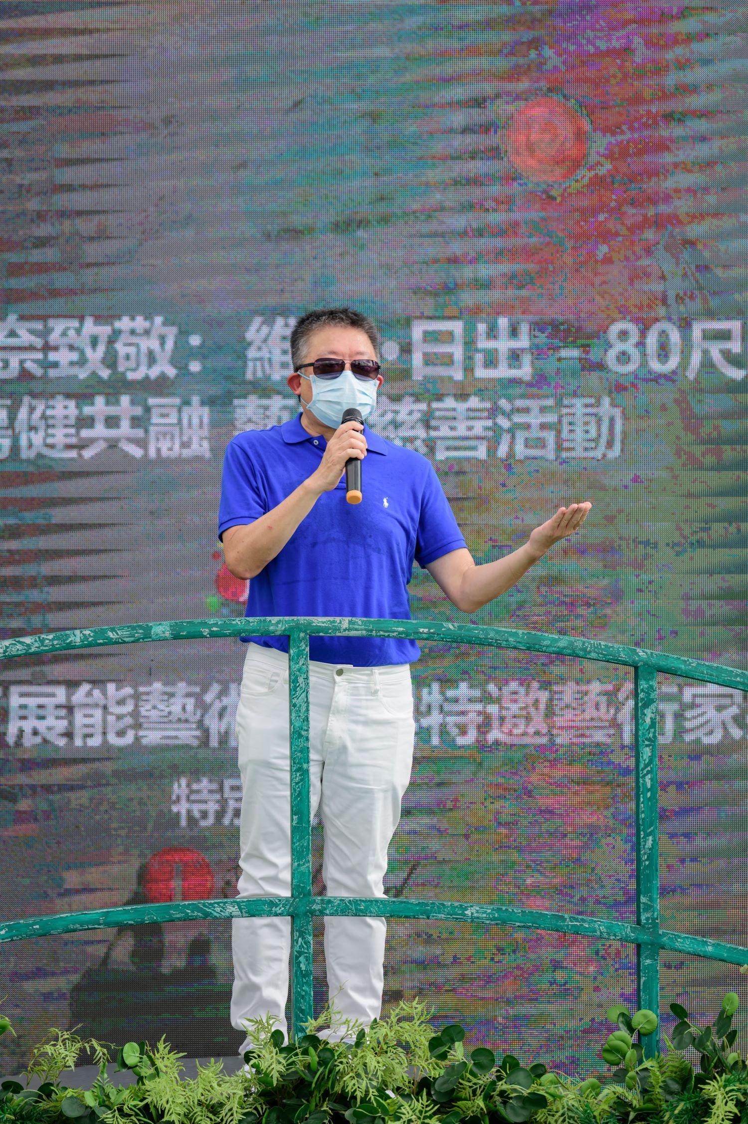 平機會主席朱敏健在「中環夏誌『維港・日出』巨型壁畫收筆禮」致辭。